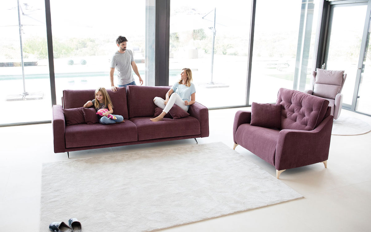 Sofa Boston y sillon Avalon de FAMA Sofas