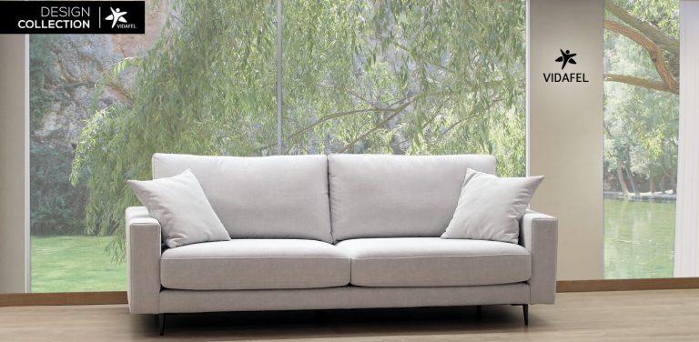 Sofá bertín de brazo recto, respaldo bajo, moderno, con mucho diseño, muy cómodo, patas altas elegantes, lujo