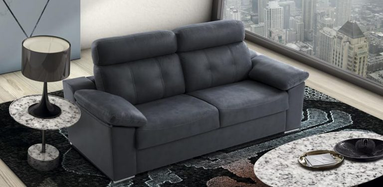 Sofá cama en Tela África sistema italiano. Sofá muy cómodo de respaldo alto con almohadillas de brazo y pies metálicos.