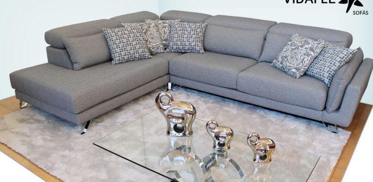 Sofá en tela moderno, rinconera, de diseño, cómodo, riñoneras 100% viscoelástico, cabezal italiano abatible, módulo con una plaza, cheslon, cheslong, chaise longue, 3 plazas, tres plazas, pies metálicos altos, elegante