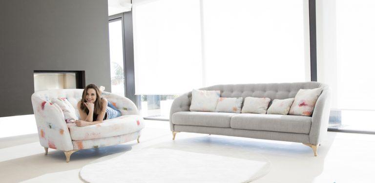 Sofá Astoria de Fama Sofás, sofá con pata alta de madera y respaldo con capitoné, muy cómodo, sofá de diseño, sofá moderno